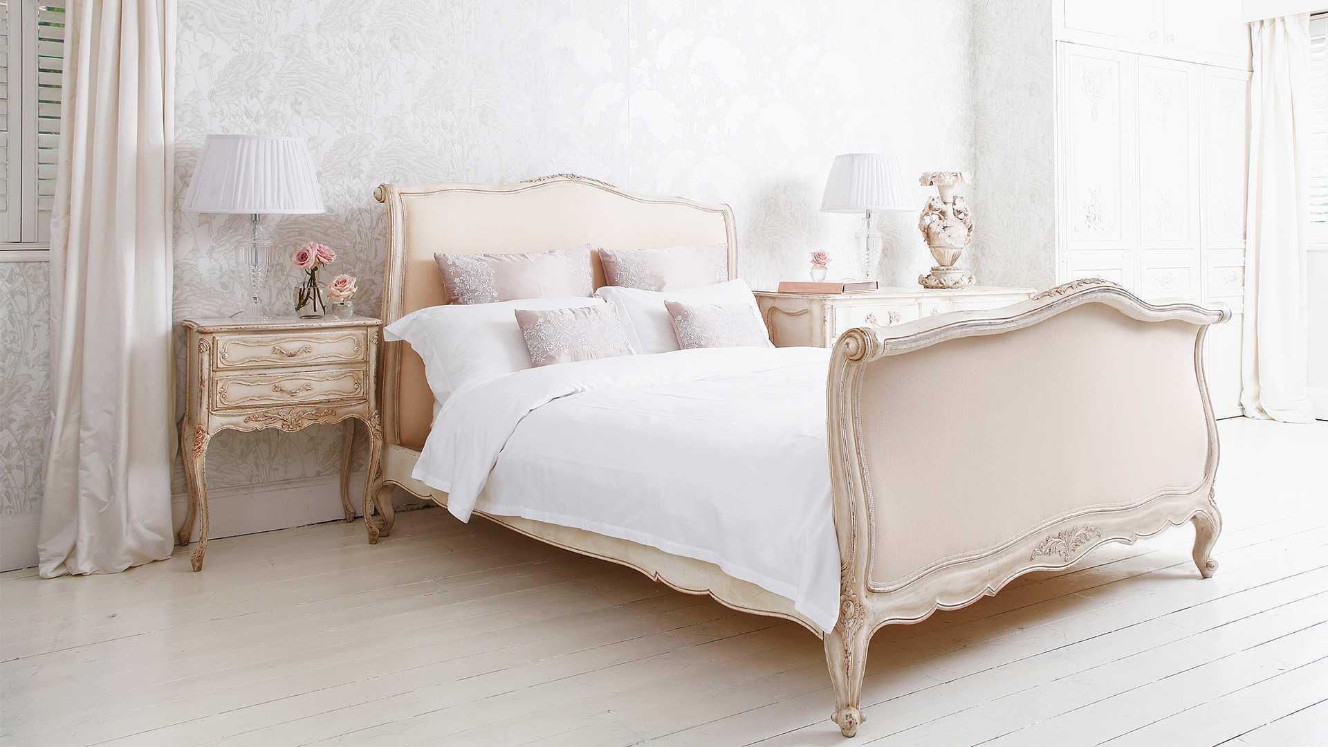 Кровать и тумбы в стиле прованс