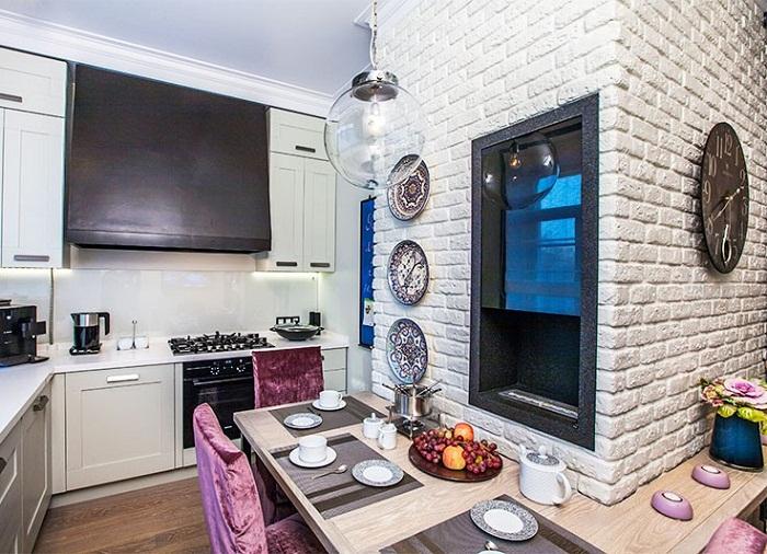 Белая кирпичная стена на кухне, фото 28