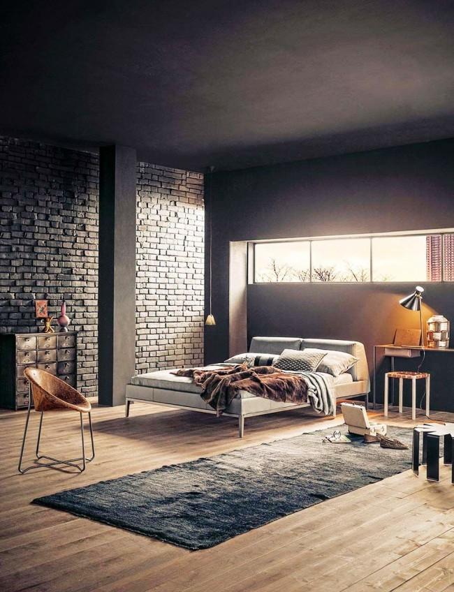 Приглушенный свет , темный потолок и стена из кирпича создают таинственную и завораживающую атмосферу