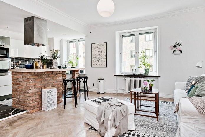 зонирующаябарная стойка из кирпича в интерьере кухни-гостиной