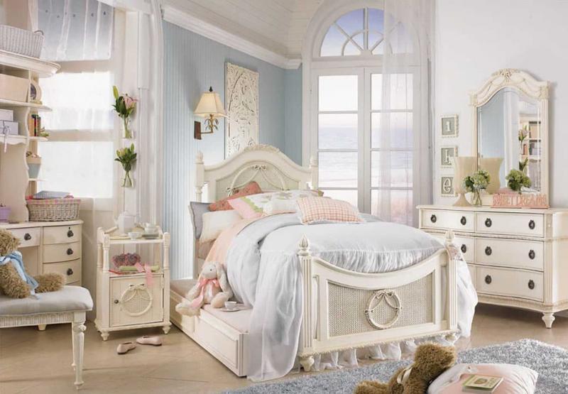 Светлая палитра оттенков прованской спальни 3