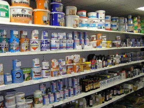 Современный ассортимент красок для потолков и стен довольно обширен