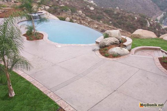 Шикарный бетонный бассейн