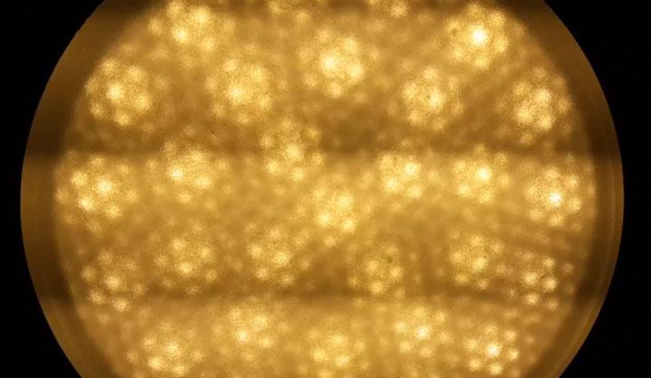 проверка светодиодной лампы на пульсации через мобильный телефон