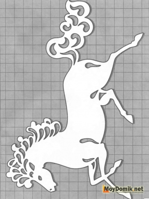 Эскиз наличников на окна - лошадь