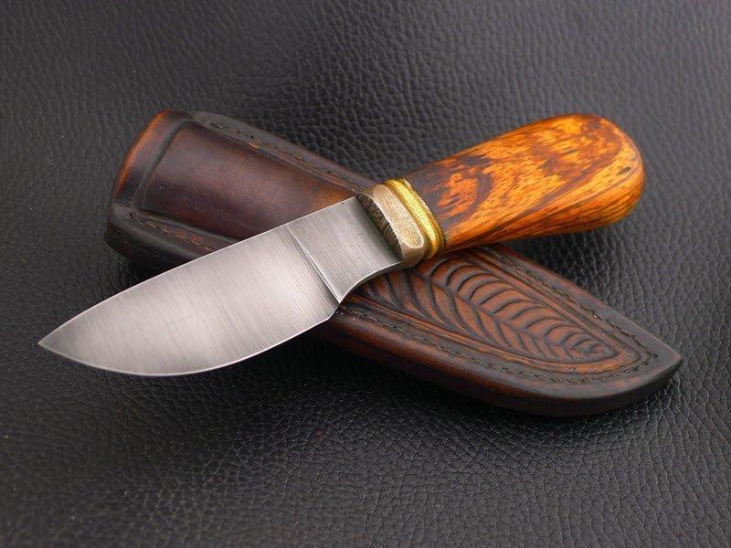 Рукоятка ножа на фото обработана олифой, wolff.taba.ru