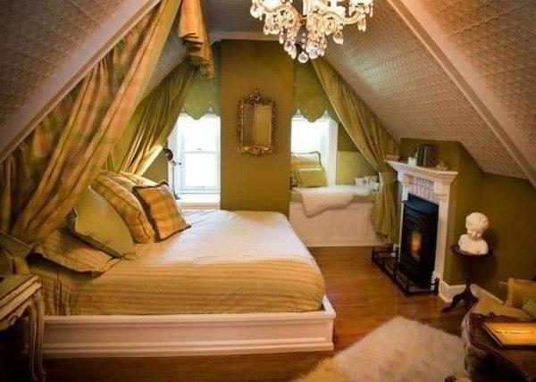 Простой чердак можно превратить в уютную комнату