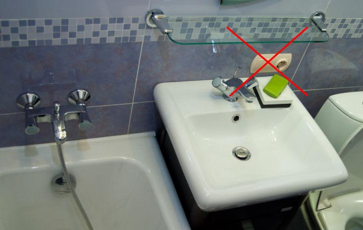 где нельзя ставить розетку в ванной возле умывальника