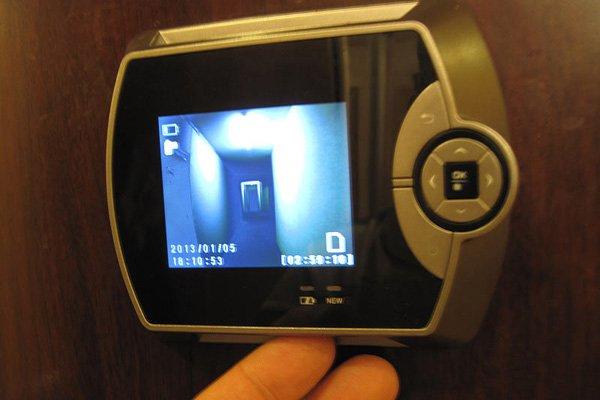 Камера расположенная в дверном глазке