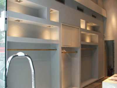 Встраиваемые светильники в шкафу