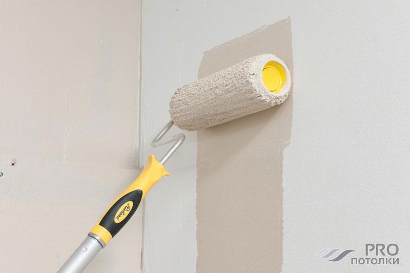 Каким валиком красить потолок водоэмульсионной краской?