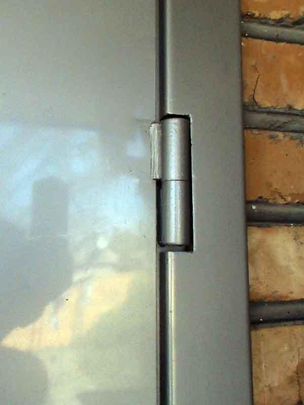 Покрашенный дверной навес