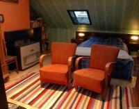 Жилая комната на небольшой мансарде