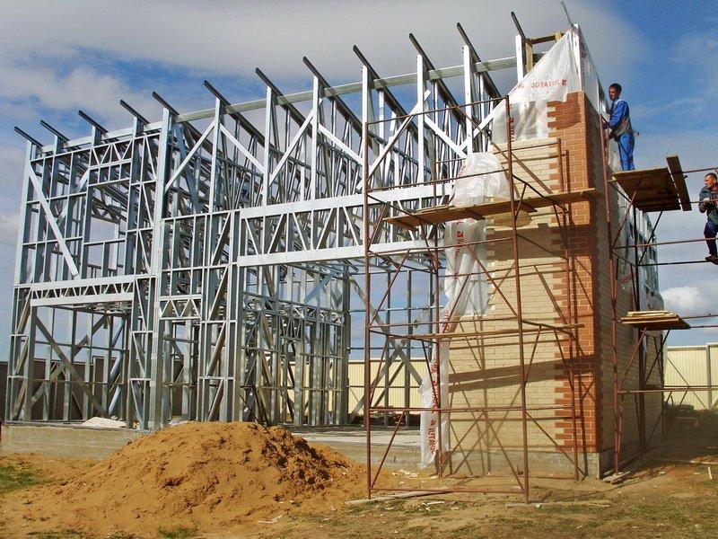 На фото - строительство дома из ЛСТК, imeks-lstk.ru