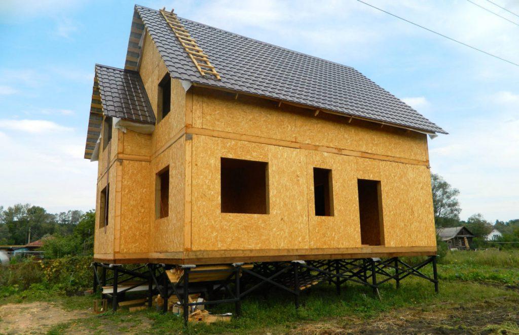 Свайно-винтовой фундамент для каркасного домостроения на фото.