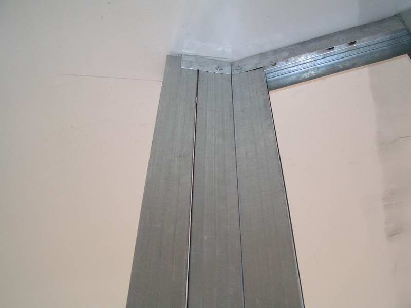 Металлический профиль для перегородки из гипсокартона
