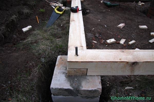 Металлический стержень для деревянной стойки