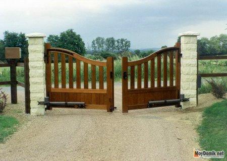 Распашные ворота – какие выбрать для дома, а какие для дачи