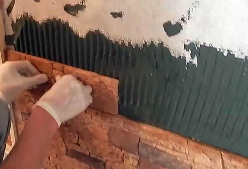 Укладка декоративного камня на стену