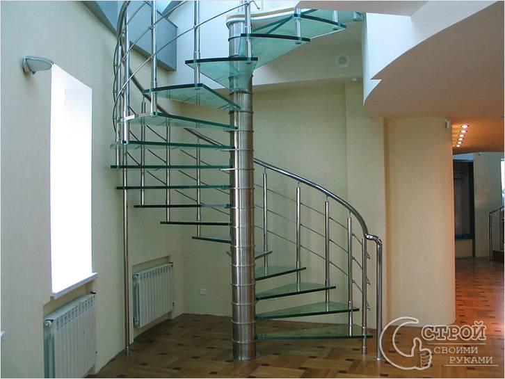 Лестница со стеклянными ступеньками