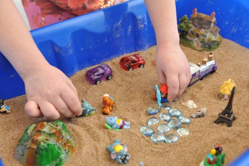 Сказкотерапия с помощью песочницы