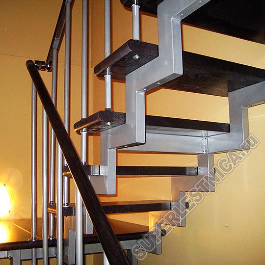 Прямая маршевая конструкция с «шагом» в 230 мм, установленная на таком каркасе, украсит собой абсолютно любой интерьер, без исключения