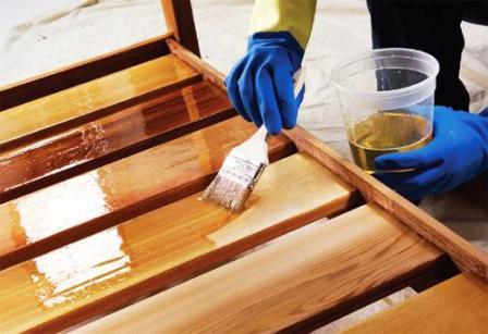 Как покрыть лаком деревянную поверхность: полное руководство