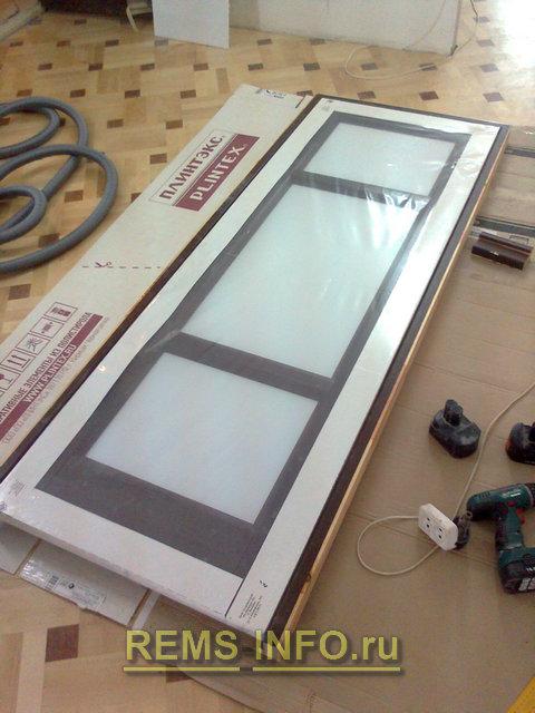 примеряем дверное полотно к собранной нами коробке