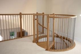 Площадка с ограждением для винтовой лестницы