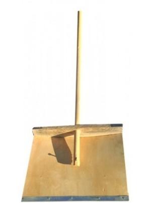 Деревянная лопата для снега