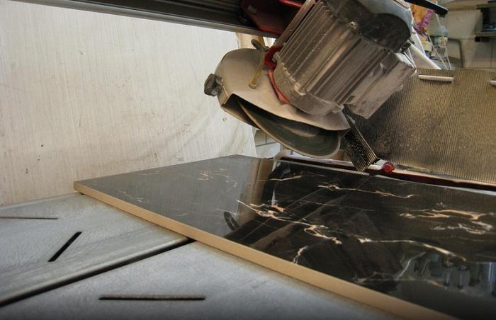 Резка керамогранитной плитки: как и чем резать керамогранит в домашних условиях