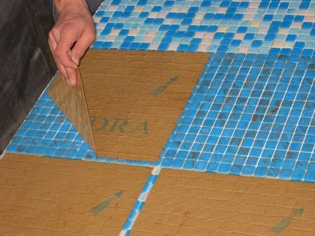 Как уложить мозаику на стену? Пошаговое руководство работы