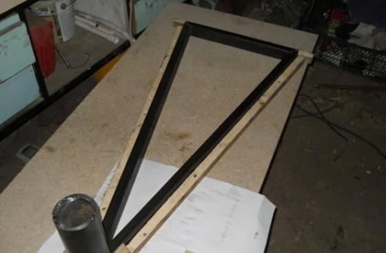 После склеивания всех необходимых элементов, «кондуктор» обязательно должен иметь форму лестничной ступени