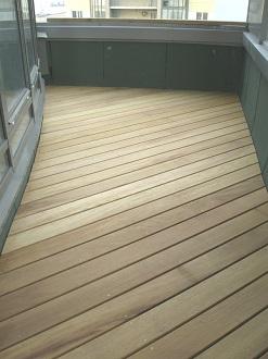 фото: Деревянный пол на балконе