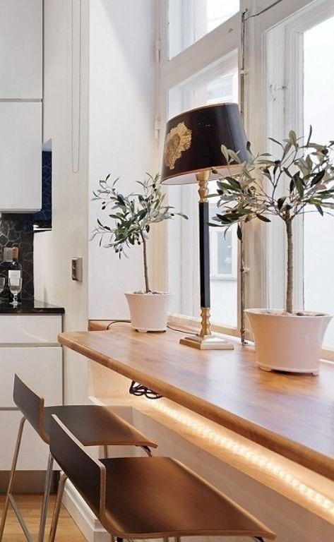 Стол подоконник в интерьере — 50 фото-идей: