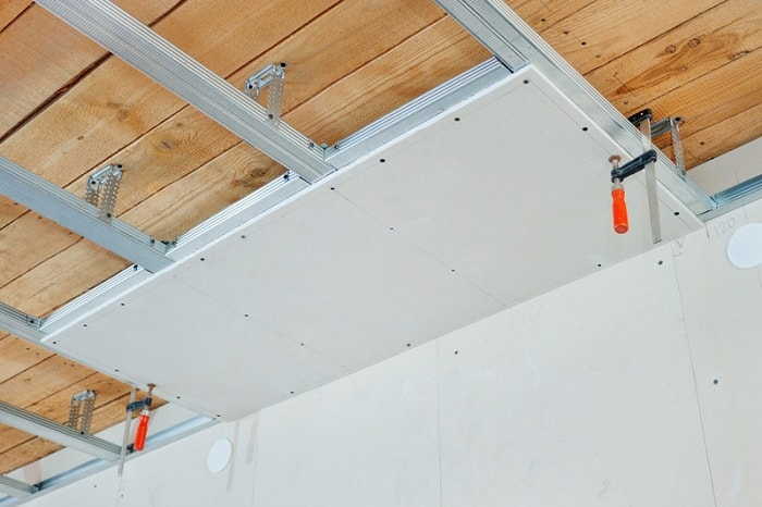 Гипсокартон в отделке потолка