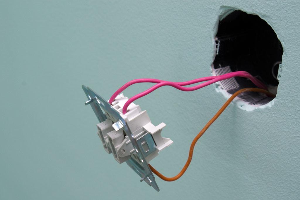 Монтаж выключателя для вытяжки