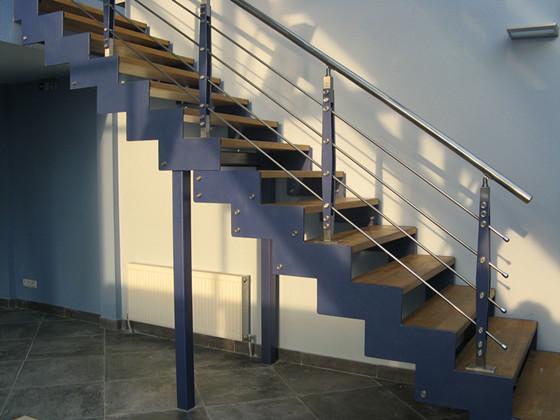 Обычно боковые части подобных конструкций аккуратно закрываются панелями, изготовленными из древесины или же из хорошего гипсокартона