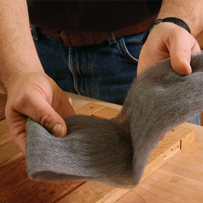 Шлифовка поверхности перед нанесением лака кистью