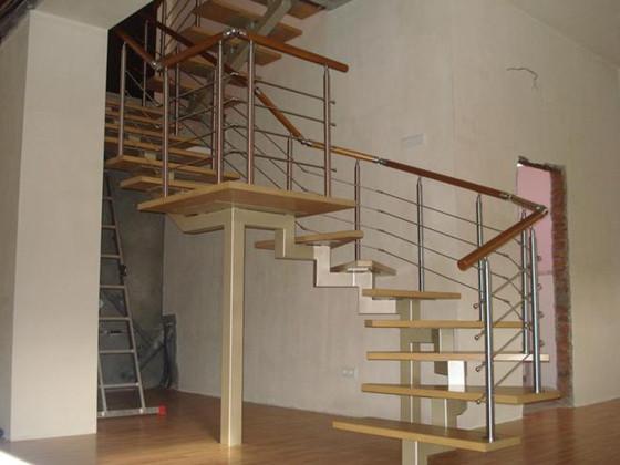 Вместо стандартных швеллеров, для открытых лестничных каркасов часто используются двутавры. Но из-за этого готовые сооружения в итоге смотрятся уже не настолько изящно