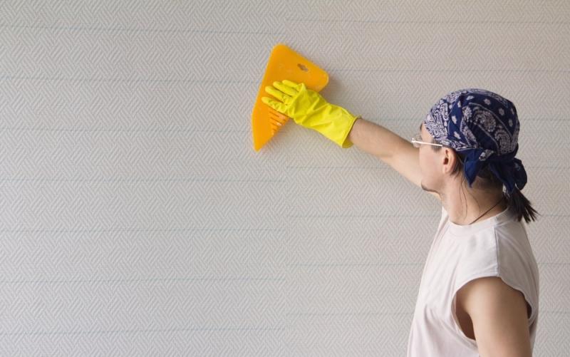 Как клеить обои под покраску на стены