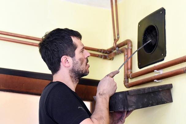 Как избавиться от обратной тяги в вентиляции: спасаем квартиру от затхлого воздуха