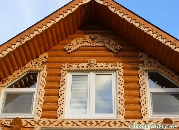 Подобные орнаменты должны сочетаться с другими элементами декора на фасаде здания