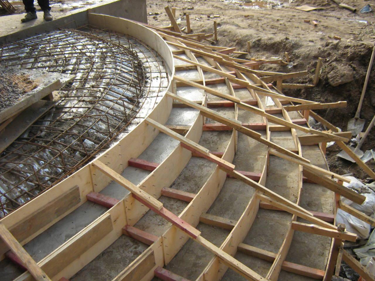 Монтаж опалубки под бетонное крыльцо