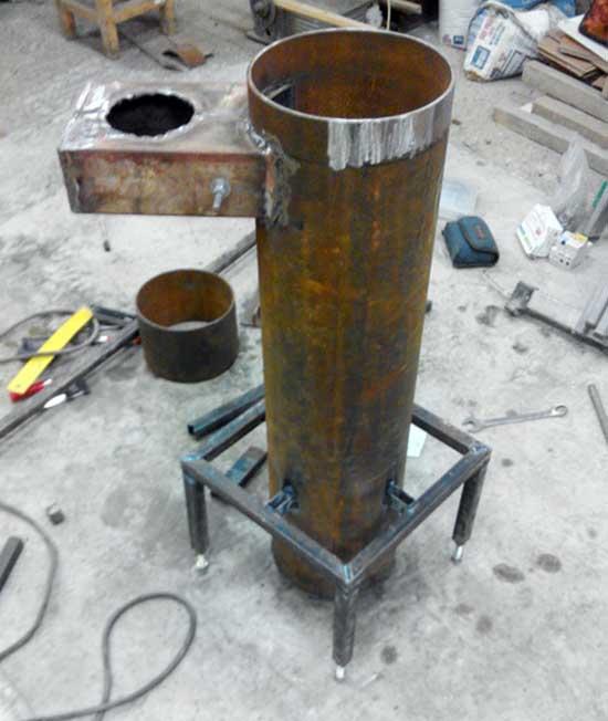 Железная подставка для агрегата