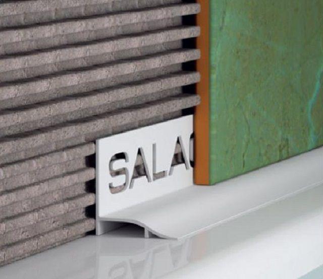 Уголок, устанавливаемый еще при укладке керамической плитки