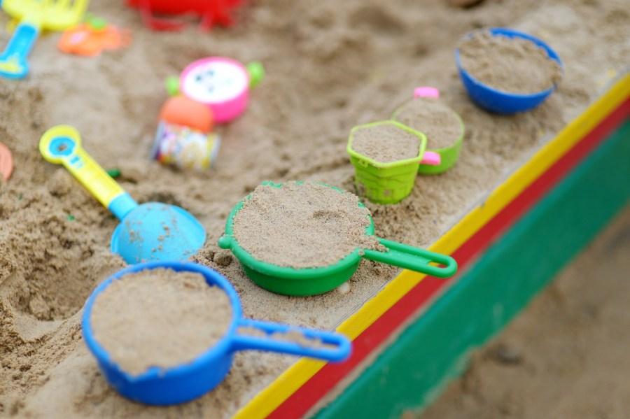 Песочница своими руками — лучшие идеи, материалы, самые простые чертежи и схемы (80 фото)