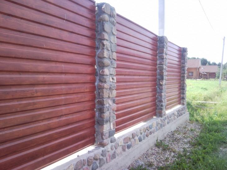 Как построить забор из профнастила своими руками: подробная инструкция для начинающих строителей (57 фото-идей)