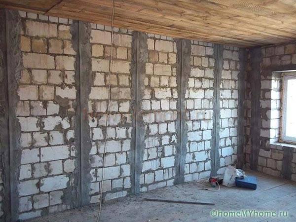 Подготовленные для штукатурки стены