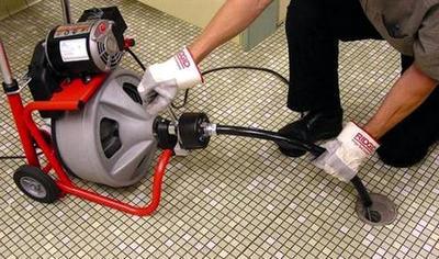 как прочистить канализационные трубы в квартире